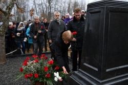 Возложение цветов к могиле В.И. Белова